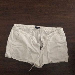 White gap size 14 shorts